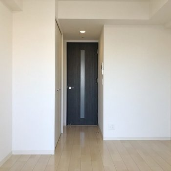 優しいホワイトベース空間で、どんな家具にも合います◎※写真は反転間取り・別部屋のものです