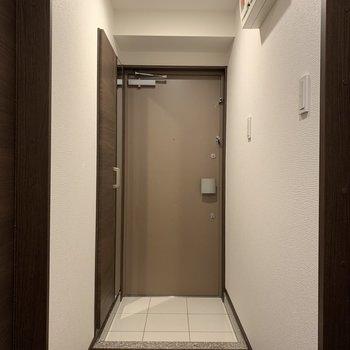 ちょっと広めな玄関です