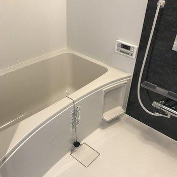 追焚に乾燥機付きの設備しっかりな浴室です。