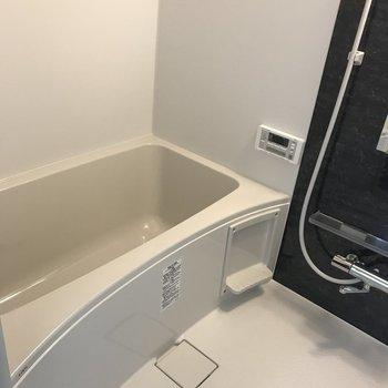追焚に乾燥機付きの設備しっかりな浴室です。(※写真は1階の同間取り別部屋のものです)