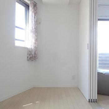 こちら側はちょっと狭くなってるの。(※写真は11階の同間取り別部屋、モデルルームのものです)