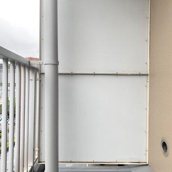 お隣さんからしっかり目隠しされたベランダ。※同間取りの5階別部屋の写真です