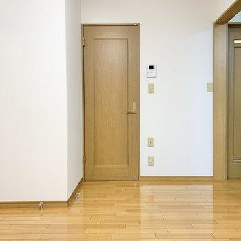 【LDK】正面の扉を開けると...
