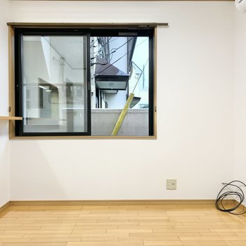 【LDK】窓についているシャッターは自動で開閉できます