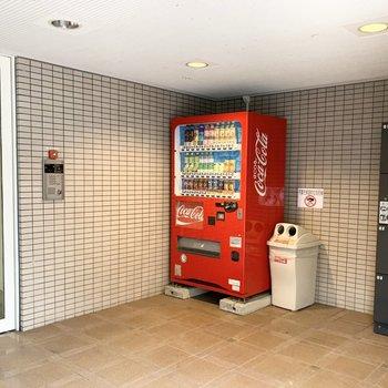 宅配ボックスと自動販売機までありました!
