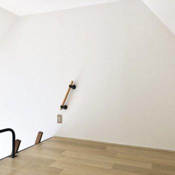 ロフトから天井まで170cm程度。身動きも楽にとれます。