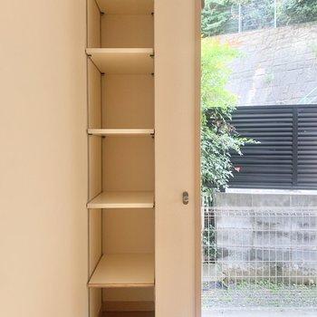棚には、本や雑貨を並べようかな