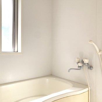浴室は明るく。朝風呂が捗りそうです。