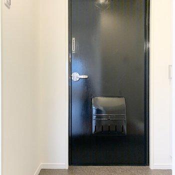 玄関スペースは横に長いです