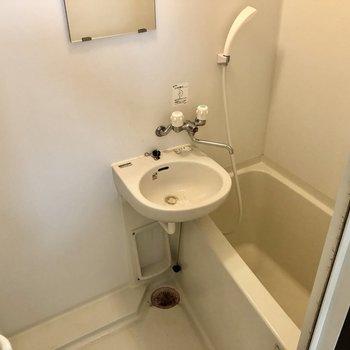 お風呂は2点ユニットでお掃除まとめてできます!(※写真は清掃前のものです)