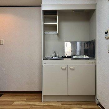 キッチン横に冷蔵庫置けます!(※写真は清掃前のものです)