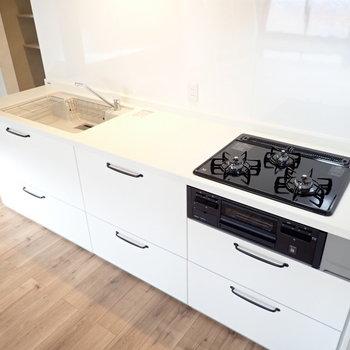 調理スペースが広い!お料理はかどります。