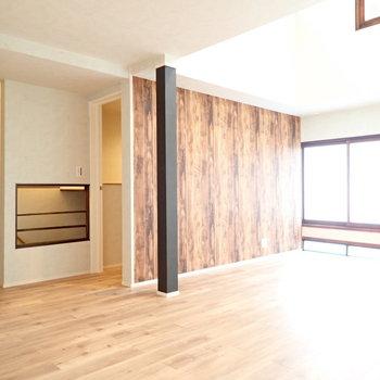 でも明るいお部屋なんです。木枠に注目。