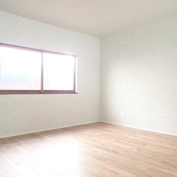 ロフト。寝室には十分な広さです。