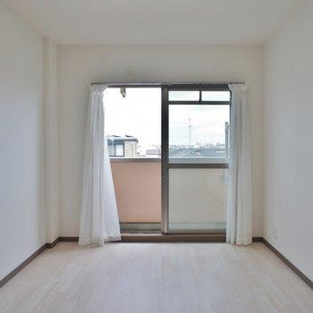寝室のエアコンはご用意を!※写真は同タイプ3階のもの
