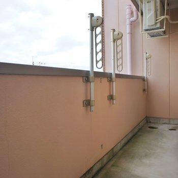 バルコニーの広さも問題なし。※写真は同タイプ3階のもの
