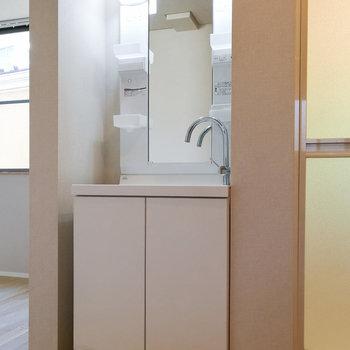 ドレッサーのある洗面台。