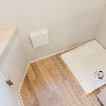 キッチン奥に洗濯機置き場があります。