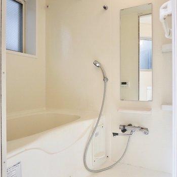 お風呂は追い焚き・浴室乾燥機能付きです◎※写真はクリーニング前のものです