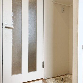 洗濯機置き場はキッチン横です※写真はクリーニング前のものです