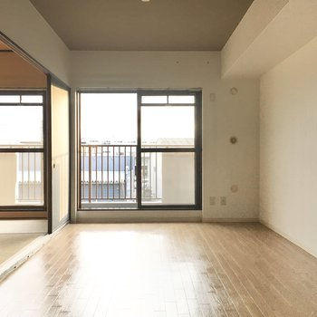南向きなので明るく過ごすことができそう。※写真は3階同間取り・別部屋のものです。