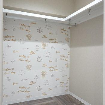 可愛らしい壁紙!床もこだわってます。広さも見ての通りしっかりあります!