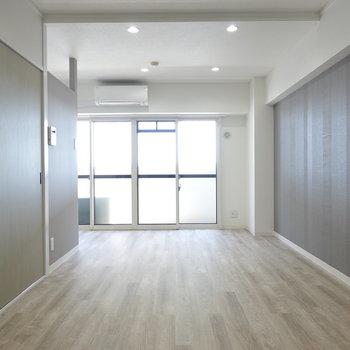 玄関を通り抜けると、この広さ!