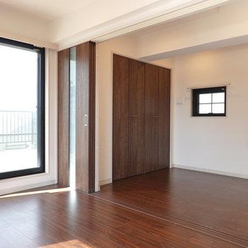 ダイニングと洋室は引き戸で仕切ることもできます。 ※クリーニング前のお部屋です。