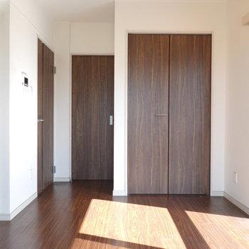 ダイニングは7.1帖。このお部屋が生活の中心になりそう。 ※クリーニング前のお部屋です。