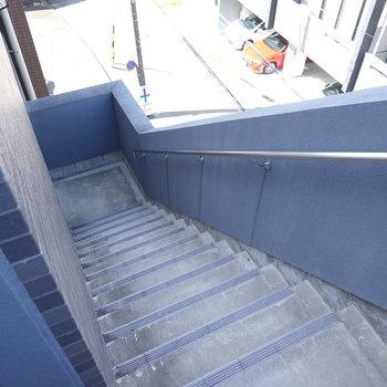 お部屋は4階!階段で上がりましょう。