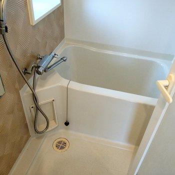 サーモ水栓で温度調整もしやすい◎換気できる窓もあります。