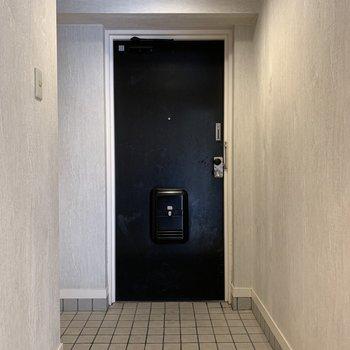最後は玄関。タタキもゆったりスペース。※写真はクリーニング前