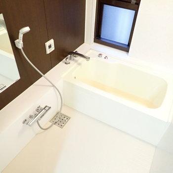 お風呂は、広い。浴室乾燥機もあります。