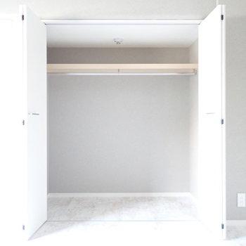 【丸い洋室】ボックスを使って整理したいですね。