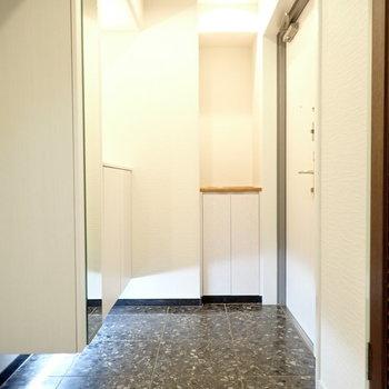 玄関も広いですね。シューズボックスはなんと3つ!