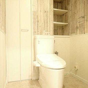 トイレっぽくない壁紙のトイレです!