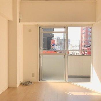 洋室①】南向きで陽当たりgood!※写真は2階同間取り・別部屋のものです。