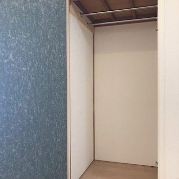 ダイニングにもう一つクローゼットを発見!※写真は2階同間取り・別部屋のものです。