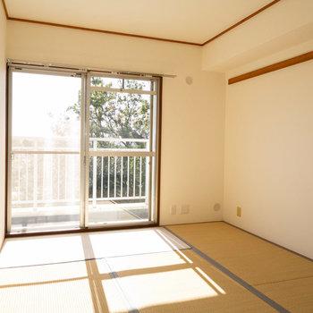 LDKのお隣は、明るい和室