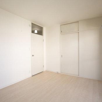 もう1部屋は洋室。やっぱりこっちが寝室かなぁ。