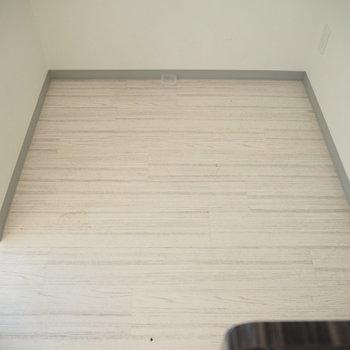 広々スペース!冷蔵庫と食器棚とラックも置けそう!