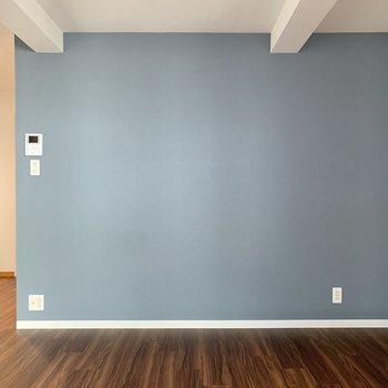 素敵な色ですよね…ガラス製の棚を置きたいです。