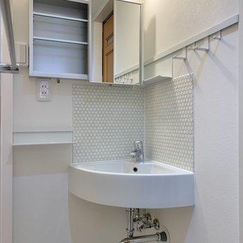 この90°の洗面台、すごくキュートですよね?