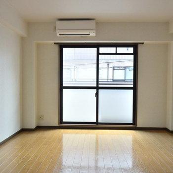 しっかり広さのあるリビングスペース(※写真は2階の反転間取り別部屋のものです)
