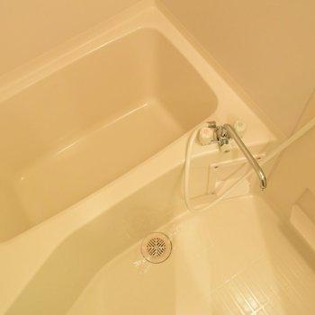 お風呂でゆっくり疲れを癒しましょう(※写真は2階の反転間取り別部屋のものです)