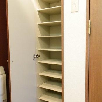 たくさん靴もしまえます!(※写真は2階の反転間取り別部屋のものです)