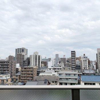 ビルが多いですが、空が抜けています。