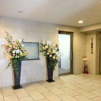 1階エントランスはお花のある空間。
