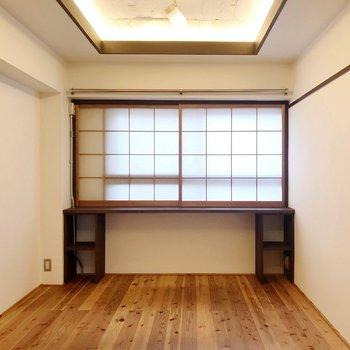 こちらは「白」の洋室。明るいでしょう?