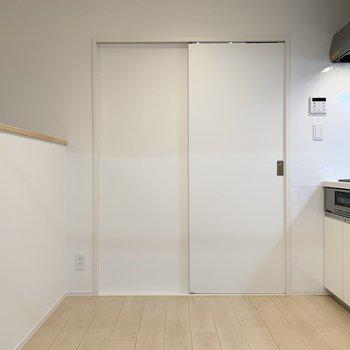 【DK】扉の向こうは脱衣所に繋がっています。